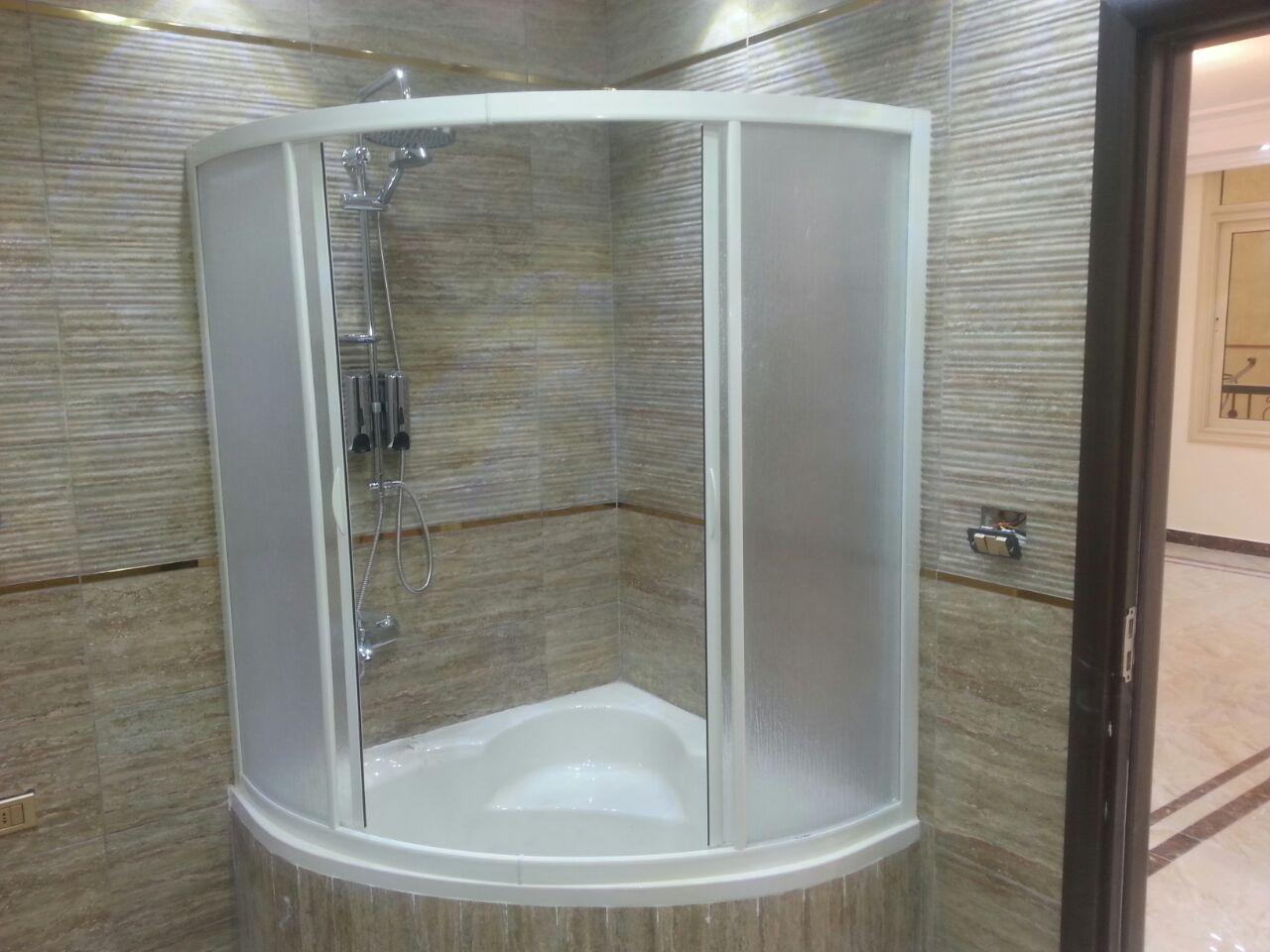 كبائن الحمام من ديكوريست